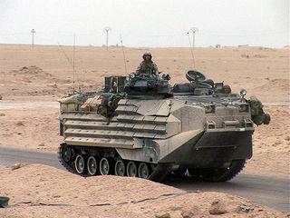 800px-USMarines_AAV_Iraq_apr_2004_116_hires.jpg